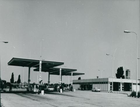 A kecskeméti ÁFOR-BP autószerviz és üzemanyagtöltő állomás épülete
