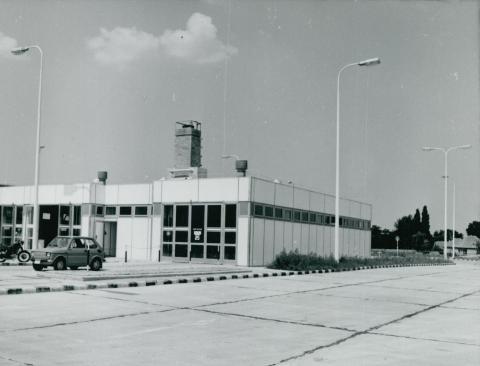 A kecskeméti ÁFOR-BP autószerviz és üzemanyagtöltő állomás szervizépülete