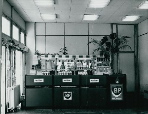 A kecskeméti ÁFOR-BP autószerviz és üzemanyagtöltő állomás szervizépülete belülről