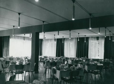 A békásmegyeri Állami Biztosító Üdülő és Oktatási Központ étterme