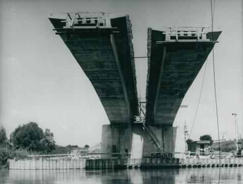 A körösladányi Sebes-Körös híd építése