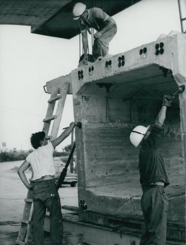 Vasbeton hídelem előkészítése a körösladányi Sebes-Körös híd építésénél