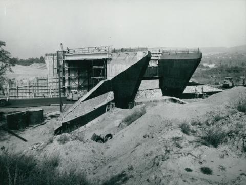 Az M1-es autópálya épülő felüljárója