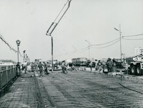 Betonozás a Petőfi híd tatarozásakor