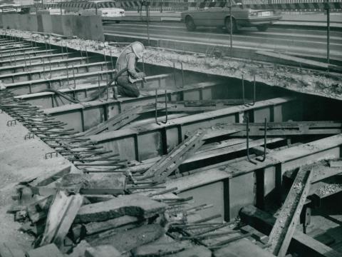 A Petőfi híd acél szerkezeti elemeinek karbantartása