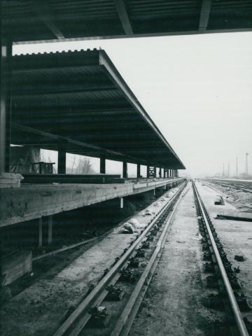 A Kőbánya-kispesti MÁV-METRO állomás peronjának építése