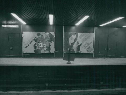 Reklámok a 3-as metró Ecseri úti megállójában