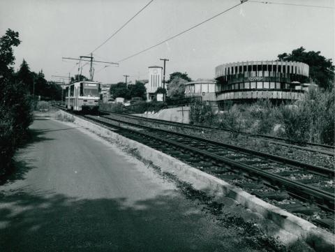 Új villamoskocsi próbaútja az 59-es vonal Apor Vilmos téri szakaszán
