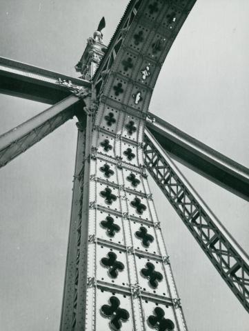A Szabadság híd pilonja