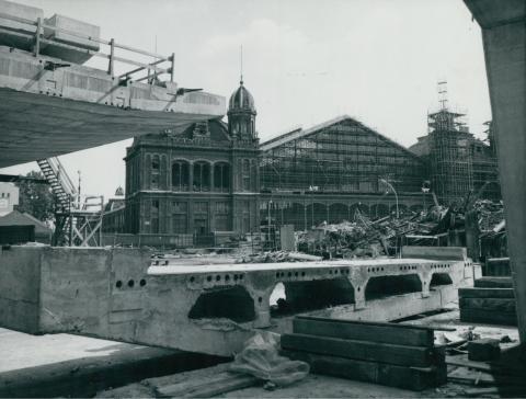 Az Nyugati téren épülő közúti felüljáró előregyártott vasbetoneleme