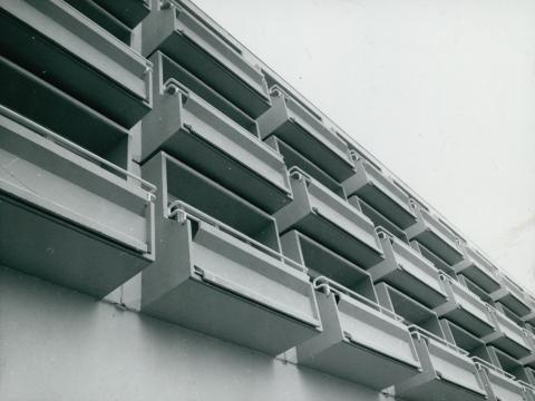 A balatonaligai MSZMP üdülő ablaksorának részlete