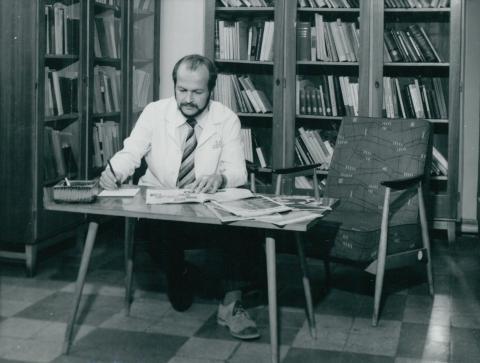 Életkép könyvtárban