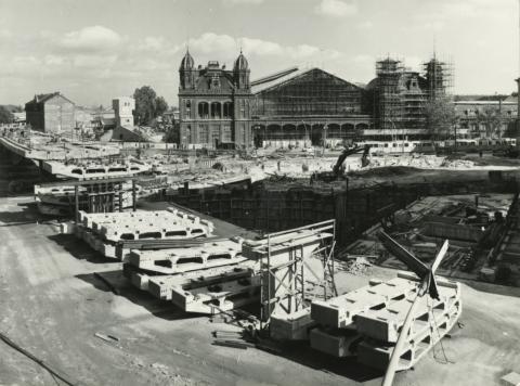 A Nyugati tér (egykor Marx tér), építés közben