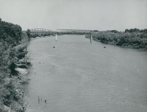 Látkép az újjáépítés előtti Szentes–csongrádi vasúti Tisza-hídról