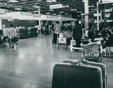 Életkép a Ferihegyi reptéren