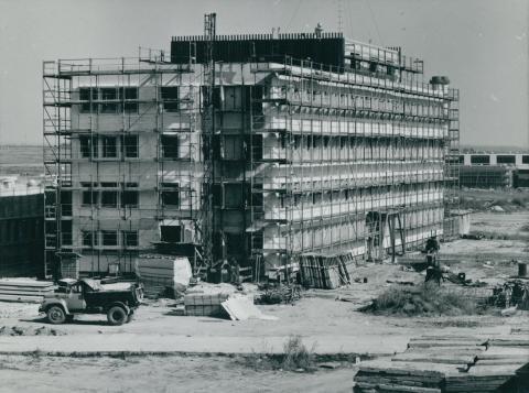 A Ferihegyi repülőtér egyik karbantartó műszaki épületének építése