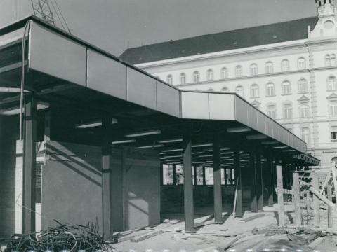 A 3-as metró Arany János utcai megállójának építése