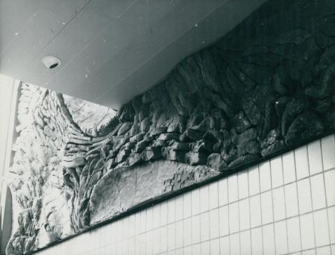 A hegyeshalmi határátkelő IBUSZ várócsarnokának faldíszítése