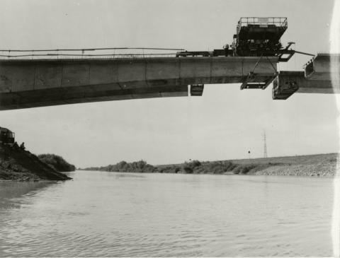 A dobozi Kettős-Körös híd emelése és szerelése