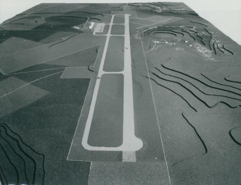 A tiareti Abdelhafid Boussouf Bou Chekif repülőtér (Algéria) makettje