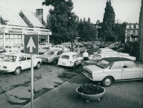 Parkoló autók Fonyód központjában