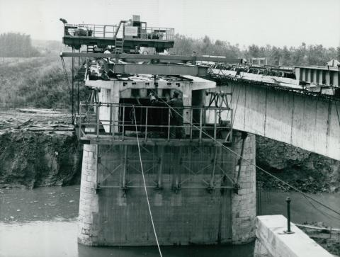 A 44-es főút Körös-hídjának építése