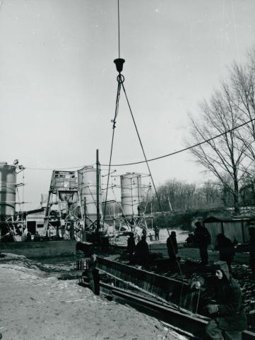 Az M1-es autópálya felüljárójának építése