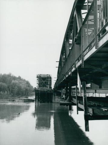 Az algyői vasúti híd ártéri szakaszának újjáépített  főtartó szerkezete