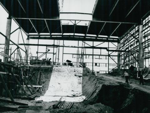 Alapozás készítése az IKARUS gyár készülő csarnokában