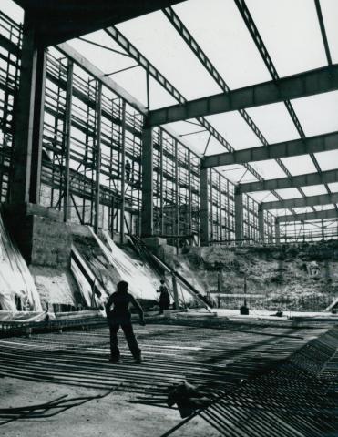 Az IKARUS gyár csarnokának készülő alapozása