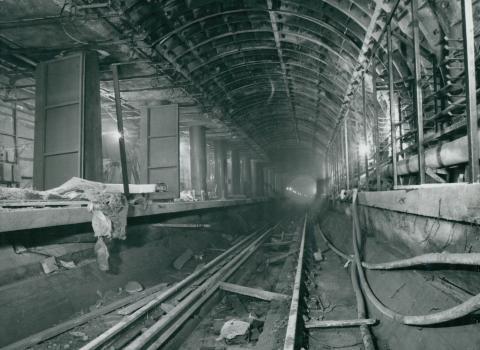 A 3-as metró Klinikák téri metró állomásának építése