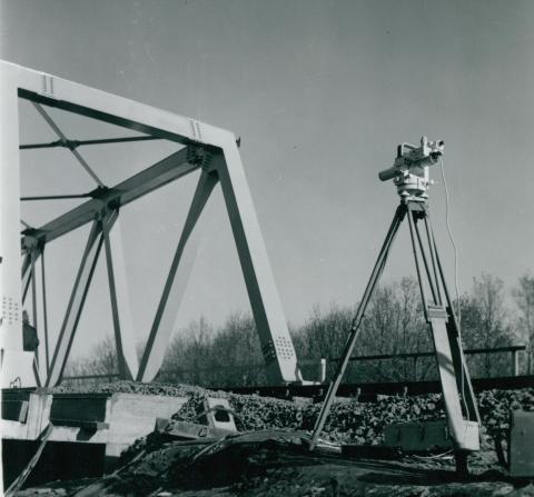 Teodolit használata az algyői vasúti híd próbaterhelésén