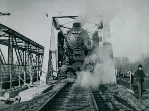 Az algyői vasúti híd új ártéri szakaszának próbaterhelése
