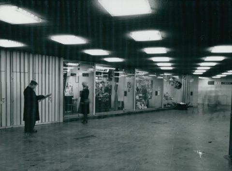 Üzletek a Deák téri metró aluljáróban
