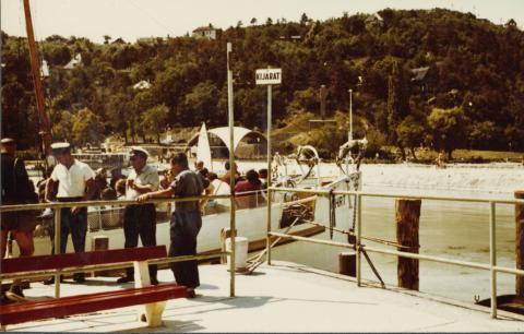 Életkép a tihanyi móló kikötőjénél