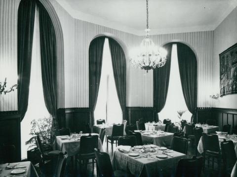A Kárpátia étterem Vitéz-terme az 1978-79-es rekonstrukció után