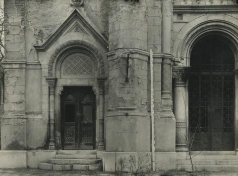 A szolnoki zsinagóga egyik kapuja