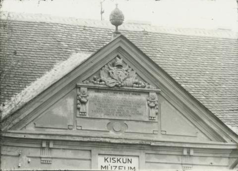 Kiskunfélegyháza, a Kiskun Múzeum oromzata