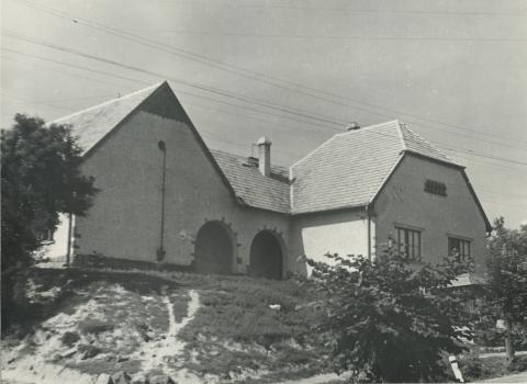 Fonyód, egykori iskola a Fő utca - Kisfaludy utca sarkán