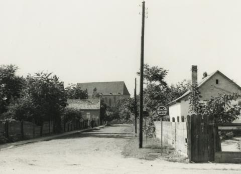 Nyírbátori utcakép, az Édesanyák útja felől