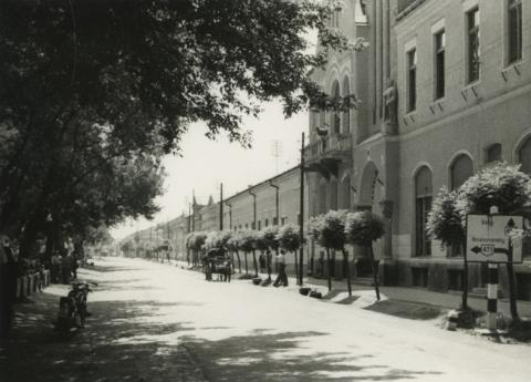 Nyírbátor, Árpád utca a Szabadság tér felől