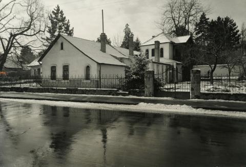 Leányfalui épület télen