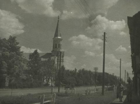 Lajosmizse, utcakép a református templommal