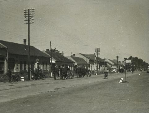 Lajosmizsei utcakép a piactérrel