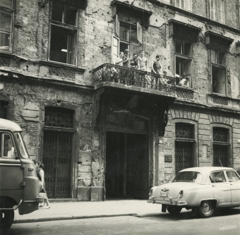 Budapest V. kerület,  Sas (egykori Guszev) utca 3. számú épület utcai homlokzatának részlete