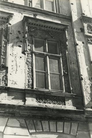 Budapest V. kerület,  Sas (egykori Guszev) utca 3. számú éplet utcai homlokzatának ablaka