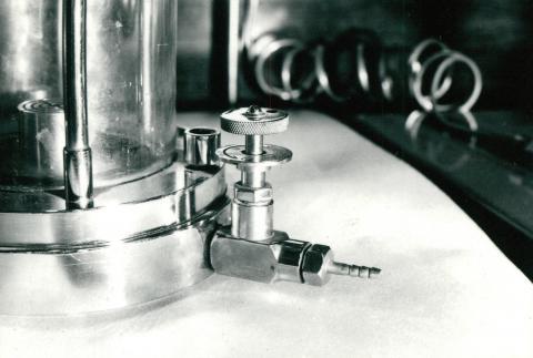 A Talajmechanikai laborban használt EWA 2 triaxiális készülék csapjairól készült fotósorozat