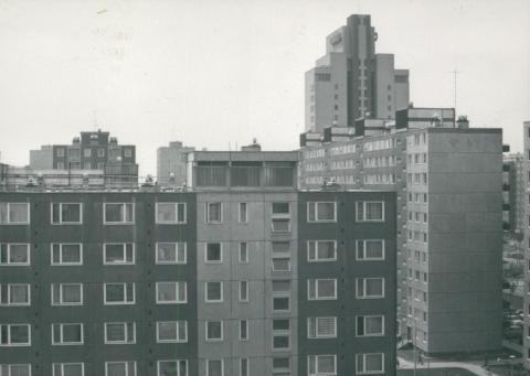 Az újpalotai lakótelep látképe, háttérben a víztoronyházzal