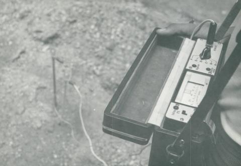 Kőbányai víztározó, nedvességmérő műszer használata