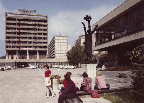 Salgótarján, Tanácsköztársaság tér - Karancs szálló